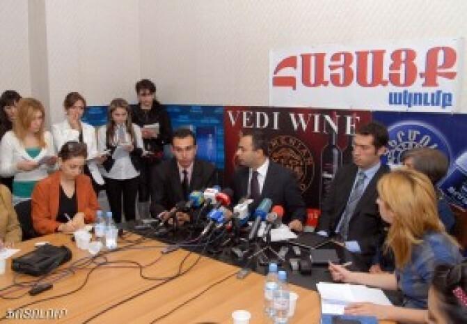 «Հզոր Թուրքիա» կուսակցության առաջնորդները լքել են Հայաստանը. թուրքերը սահմանը հատել են ոչ թե ոտքով ինչպես հավատացնում էին, այլ օրինական ճանապարհով