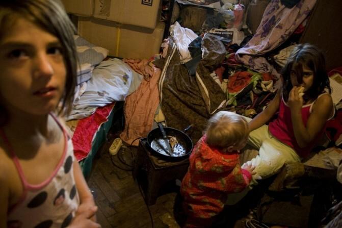 Դաժան անցյալ, անորոշ ներկա ու անհույս ապագա. 22 տարի առաջ «Պրագա» հյուրանոցում օթևանած ընտանիքներն առ այսօր կրում են «փախստական» պիտակը