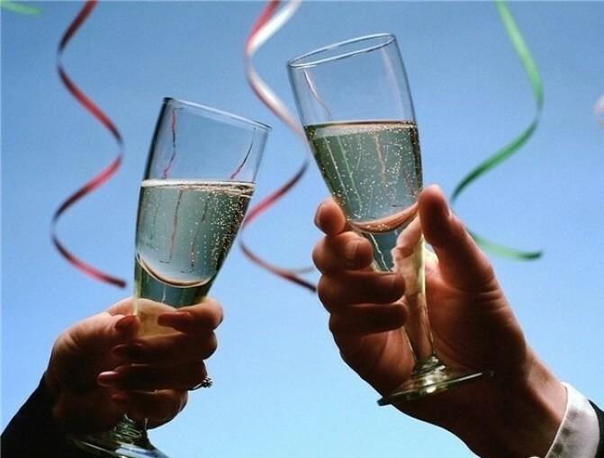 «Ընդդիմությունը պարզապես բարեբախտություն է». իշխանությունն ու ընդդիմությունը ամանորյա կենացնե՞ր են խմում