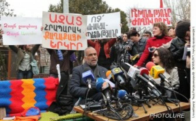 Հովիկ Աբրահամյան. նախագահն ինքը կորոշի այցելի Րաֆֆի Հովհաննիսյանի, թե ոչ