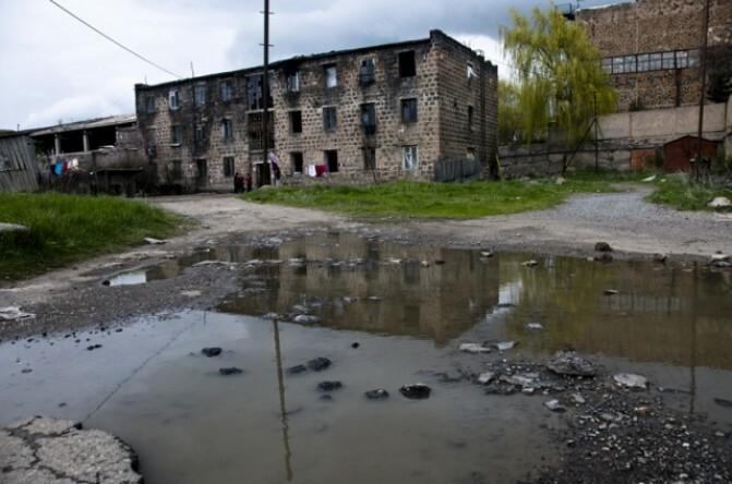 Չարենցավանի «Չոռնի գաղութը». լքված շենքի բնակիչների համար հուսադրող հեռանկար չկա
