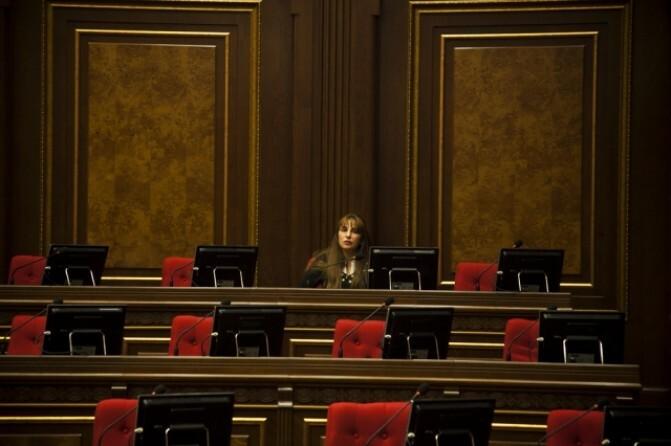 Հայաստան. Կանայք դեռեւս զիջում են քաղաքականության մեջ ընդգրկվելու պայքարում