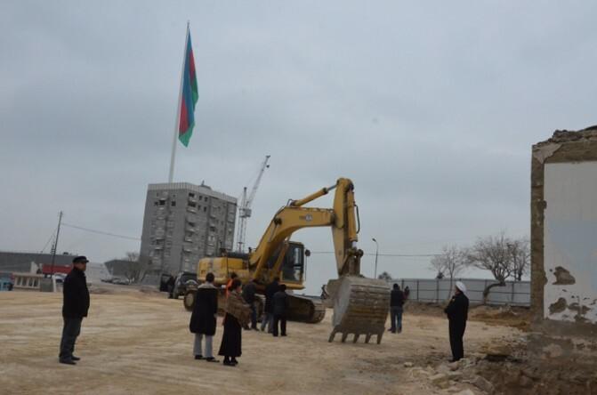 «Եվրատեսիլը» ողբերգություն է Ադրբեջանի համար». պնդում են  Բաքվում կայանալիք երգի մրցույթի համար քանդված բնակելի շենքի բնակիչները