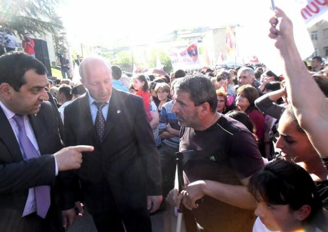 Սերժ Սարգսյանն ավելի բարեկիրթ է, քան իր թիկնապահները