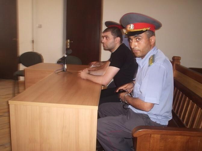 Գյումրիում դատում են այն երիտասարդին, ով ավտովթարի ենթարկեց քաղաքապետի փեսայի սպանությունը քննող քննիչին