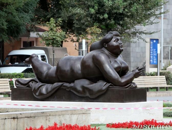 «Ամեն ինչ չէ, որ պետք է բերեն, փաթաթեն հայերի վզին».  Արվեստագետների կարծիքները «Ծխող կնոջ» վերաբերյալ հակասական են