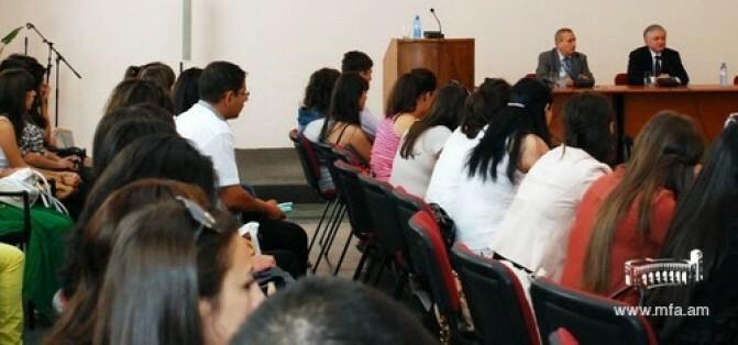Արտգործնախարարը ուսումնական տարվա մեկնարկի առթիվ հանդիպում ունեցավ ԵՊՀ միջազգային հարաբերությունների ֆակուլտետում