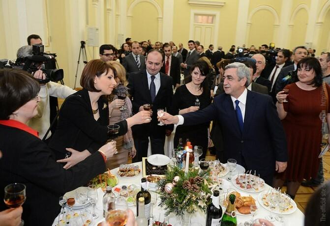 «Իմ կոչը և հորդորն է` չէժանացնել այդ խոսքը». Սերժ Սարգսյանը շնորհավորել է լրագրողների գալիք տոների կապակցությամբ