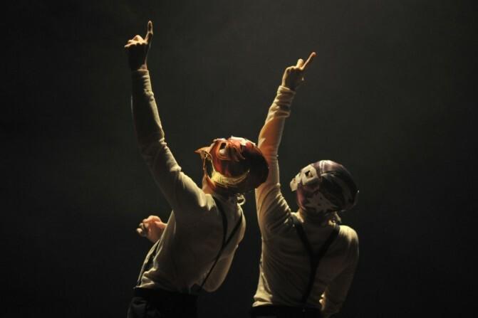«Երեք գործողությամբ ներկայացում» բեմադրությունն ու «Սահմաններից ներս» ֆիլմի ցուցադրությունը մեկ ներկայացմամբ