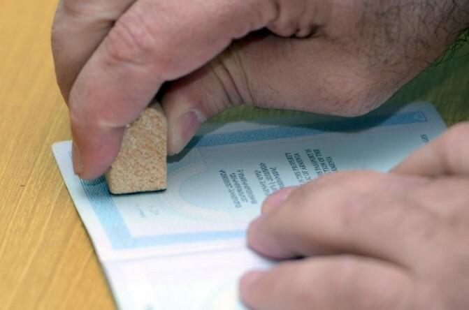 Տեղամասում լարված վիճակ է, ոմանց նյարդերը տեղի են  տվել և ինչ–որ թղթեր են շպրտում իրար վրա