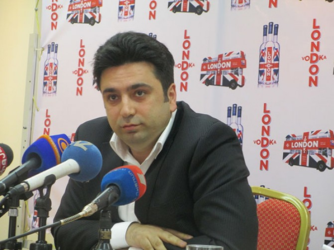«Ավագանին ամբողջությամբ հանձնեք ՀՀԿ-ին և Տարոն Մարգարյանին». Ալեն Սիմոնյանը կոչ է անում «քաղաքական և իրավական կոլապս առաջացնել»