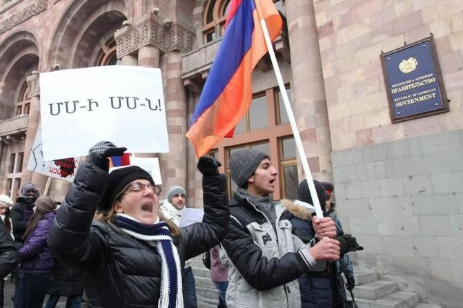 Դեպի Մաքսային միություն. Էկոնոմիկայի նախարարը` Հայաստանում սպասվող թանկացումների մասին