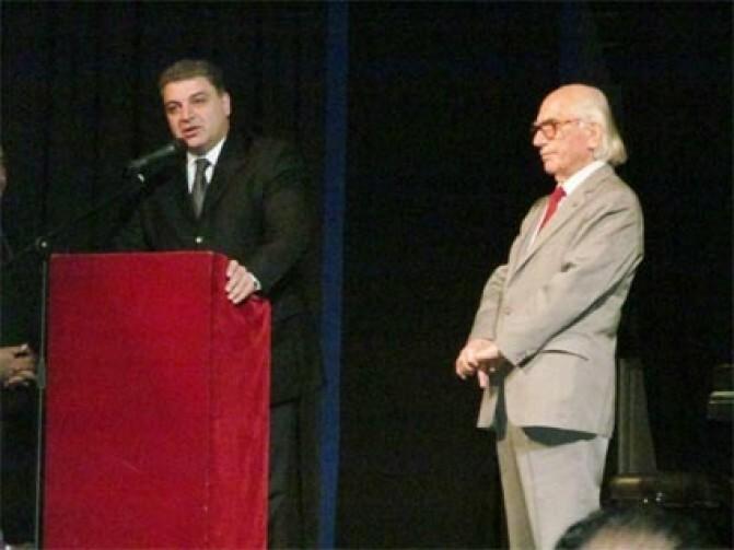 Արգենտինահայ կոմպոզիտոր և խմբավար Ժան Ալմուխյանը պարգևատրվել է «Մովսես Խորենացի» մեդալով