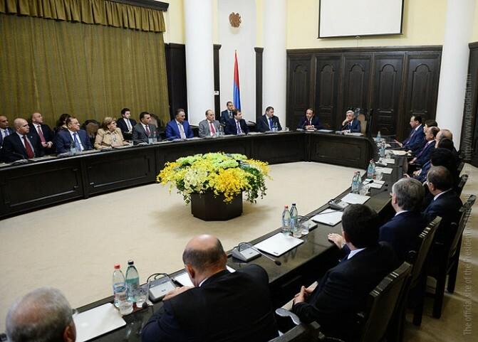 Սերժ Սարգսյանն այսօր ՀՀ կառավարության անդամներին ներկայացրել է նորանշանակ վարչապետին