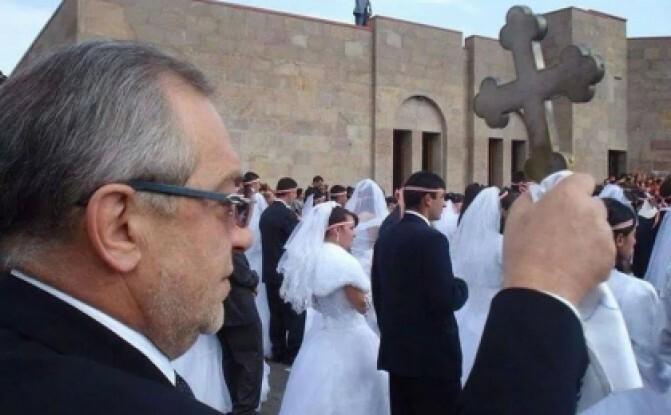 Մեծ հարսանիքի 674 զույգերը պահանջում են ազատ արձակել Լևոն Հայրապետյանին