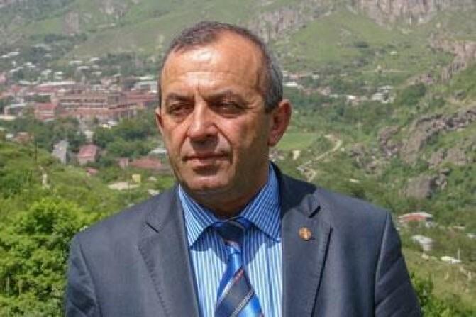 Գորիսի նախկին քաղաքապետը մեղադրվում է պաշտոնեական լիազորությունները չարաշահելու, ձեռնարկատիրական գործունեությանն ապօրինի մասնակցելու համար