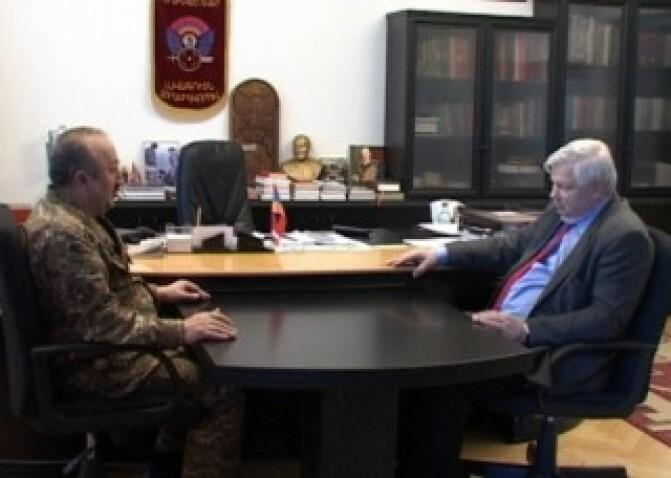 ԼՂՀ ՊԲ հրամանատարն ընդունել է ԵԱՀԿ գործող նախագահի անձնական ներկայացուցիչ, դեսպան Անջեյ Կասպշիկին