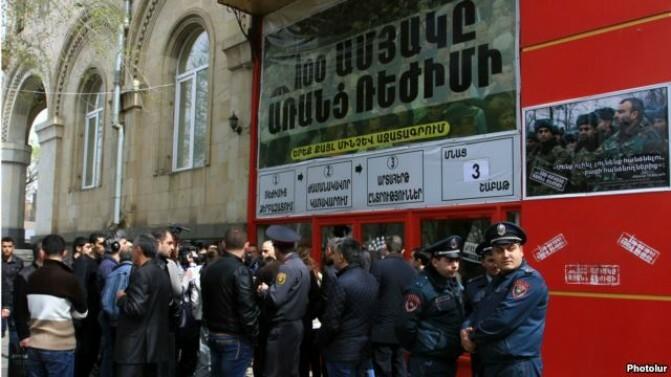 Ժիրայր Սեֆիլյանը և ևս երեք անձ ձերբակալվել են, խուզարկություններ «Հիմնադիր խորհրդարան»-ում