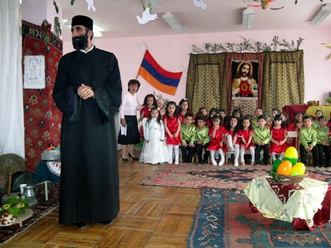 «Դպրոցը դարձնում են թիրախ՝ երեխաներին ստիպելով աղոթք անել». Փորձագետները մտահոգված են տարրական դպրոցներում ներդրված առարկայով