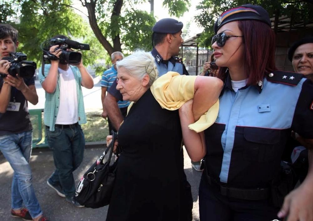 Երևանյան իրադարձություններ. ձերբակալվածների իրավունքները զանգվածաբար խախտվել են