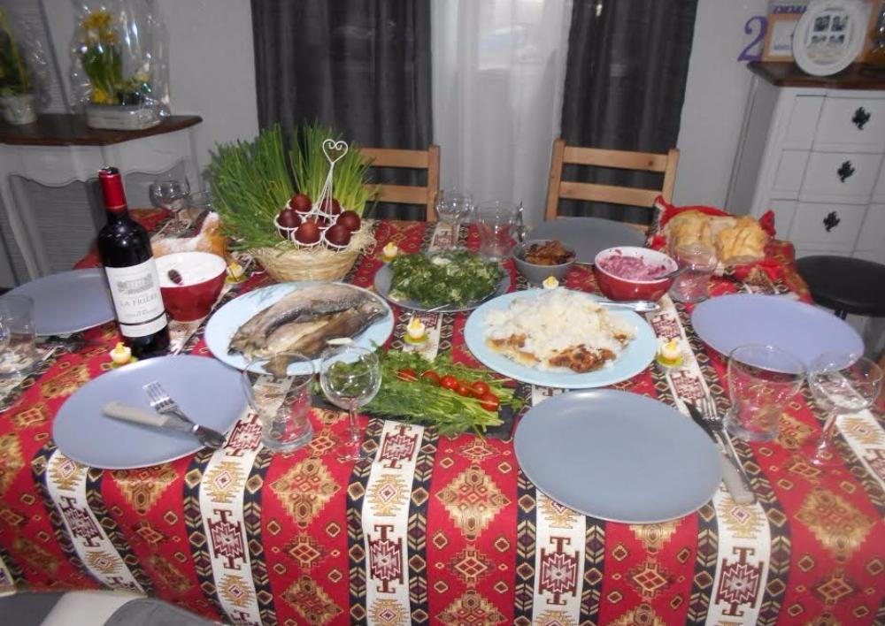 «Երջանիկ էի , որ ուտելիքի մի պարզ սեղանը կարող է այդքան էմոցիաներ առաջացնել մարդկանց մոտ». ավանդական Զատիկից՝ այլեւայլ. «Ալամեզոն»  Բլոգ