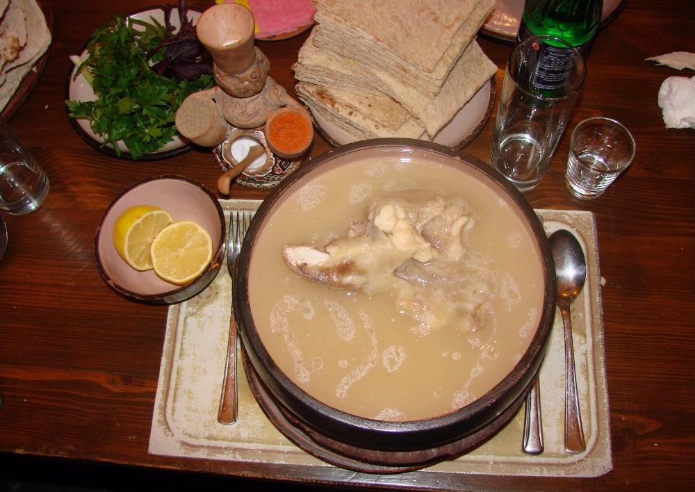 Այդ տարօրինակ ու անսպասելի, հիանալի ու աղետալի հայական ուտեստ խաշը՝ օտարեկրացի փեսաների աչքերով. «Ալամեզոն» Բլոգ