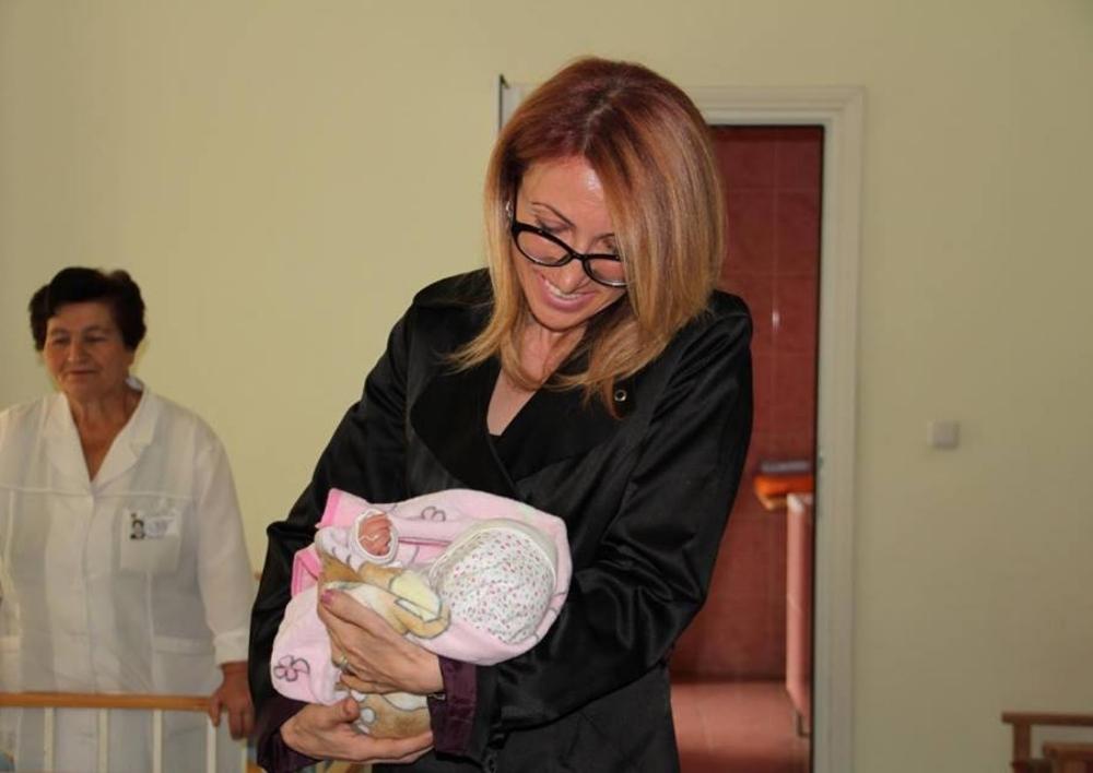 Երկվորյակների մայրը ցանկանում է վերադարձնել իր փոքրիկներին. Մանե Թանդիլյանը հանդիպել է նրան