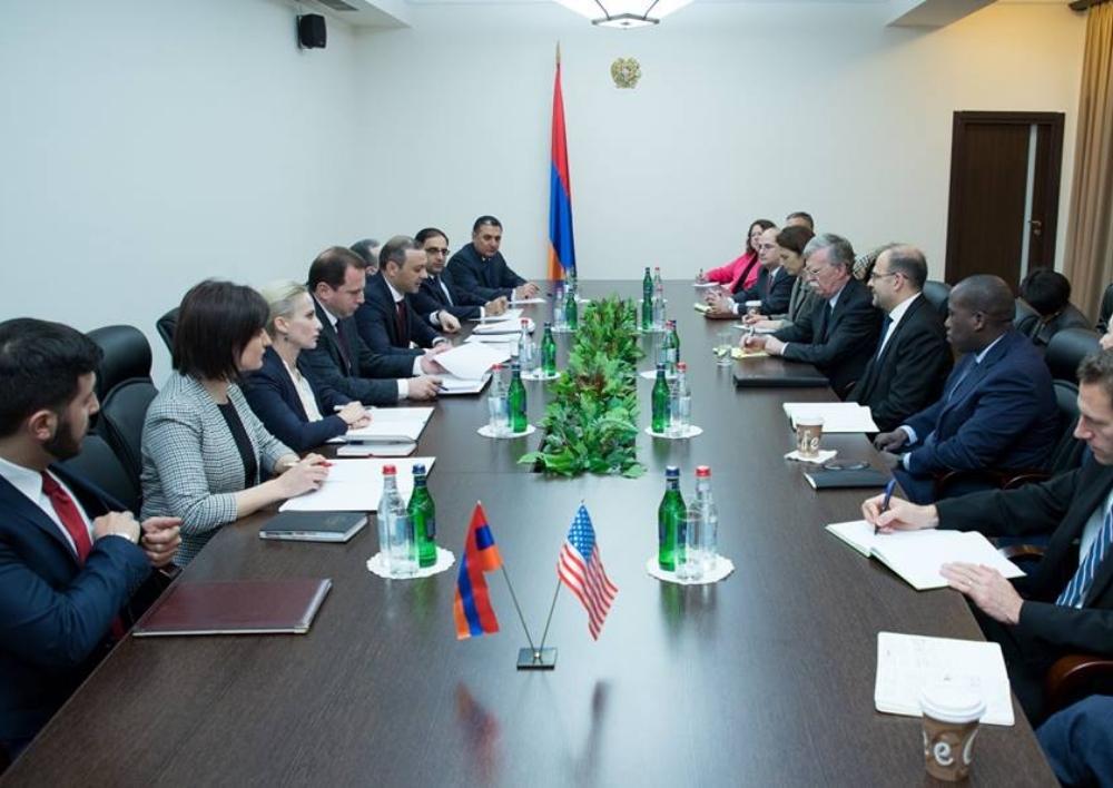 ԱԽ քարտուղարը, Պնախարարի ու ԱԳ նախարարի պաշտոնակատարները հանդիպել են ԱՄՆ նախագահի Ազգային անվտանգության հարցերով խորհրդականի հետ