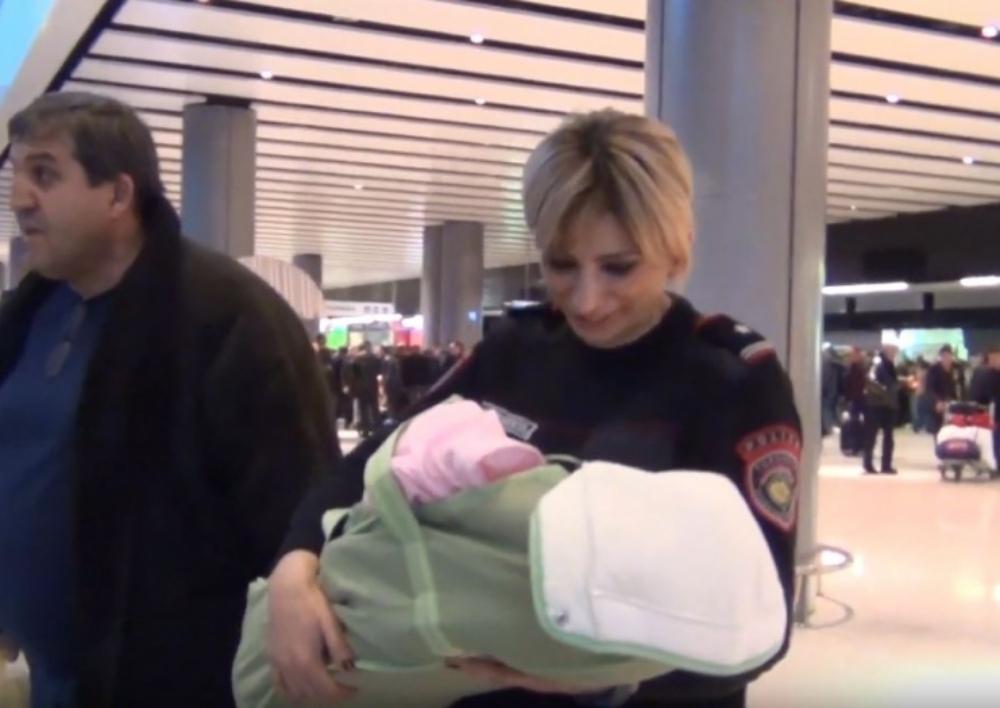 Ծնողների կողմից լքված փոքրիկը Ռուսաստանից տեղափոխվեց Հայաստան․ Տեսանյութ