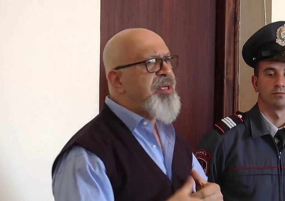 Կարո Եղնուկյանը դատի է տալիս ՀՀ Ոստիկանությանը և ԱԱԾ-ին անօրինական գաղտնալսումների համար