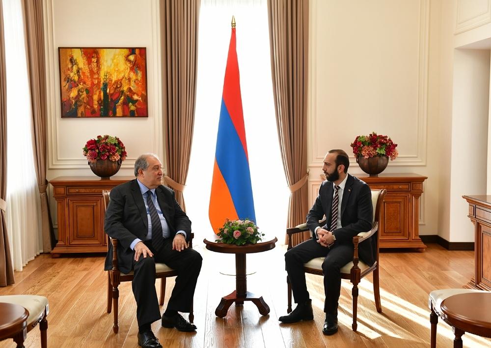 Նախագահ Արմեն Սարգսյանը հանդիպել է ՀՀ ԱԺ նախագահ Արարատ Միրզոյանի հետ