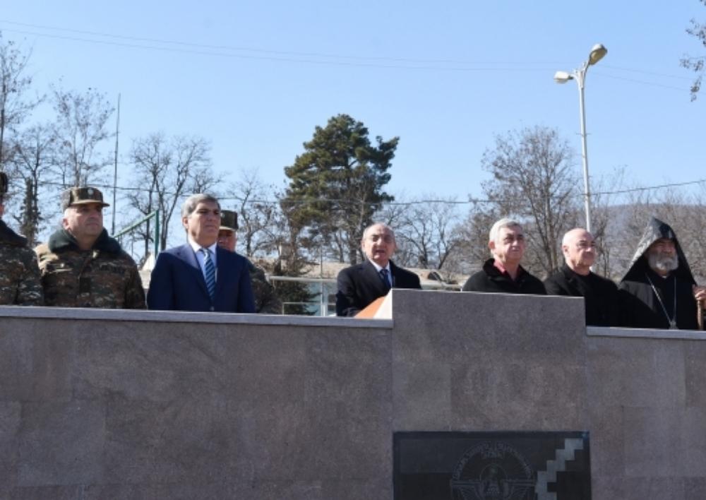 Սերժ Սարգսյանը Բակո Սահակյանի եւ Արամ Սարգսյանի հետ ներկա է գտնվել  Վազգեն Սարգսյանի 60-ամյակի հանդիսավոր միջոցառմանը։