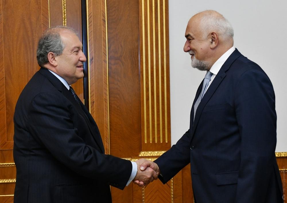 Արմեն Սարգսյանը հանդիպել է Ռումինիայի խորհրդարանի պատգամավոր Վարուժան Ոսկանյանի հետ