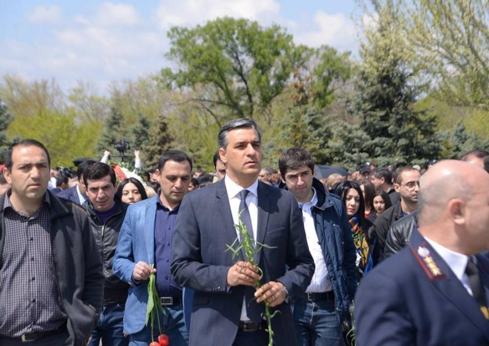 Մարդու իրավունքների պաշտպանը հարգանքի տուրք է մատուցել Հայոց ցեղասպանության զոհերի հիշատակին