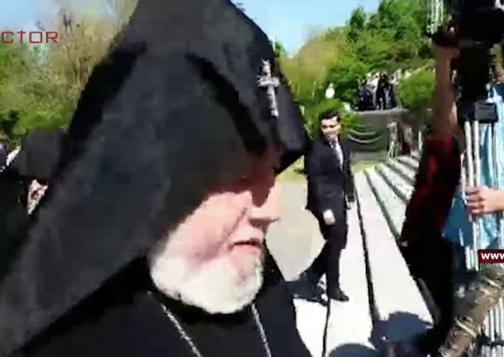 Կաթողիկոսը հրաժարվեց խոսել Կոտայքի թեմի առաջնորդի` որդի ունենալու տեղեկության մասին