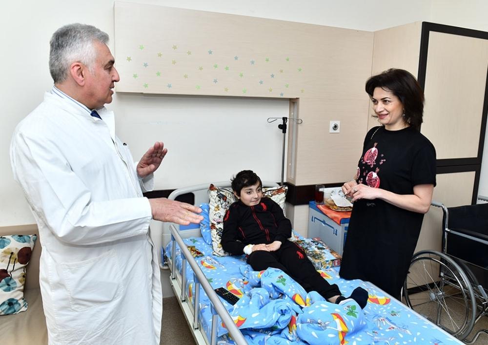 Աննա Հակոբյանն այցելել է ուռուցքաբանության կլինիկայում բուժում ստացող մանուկներին