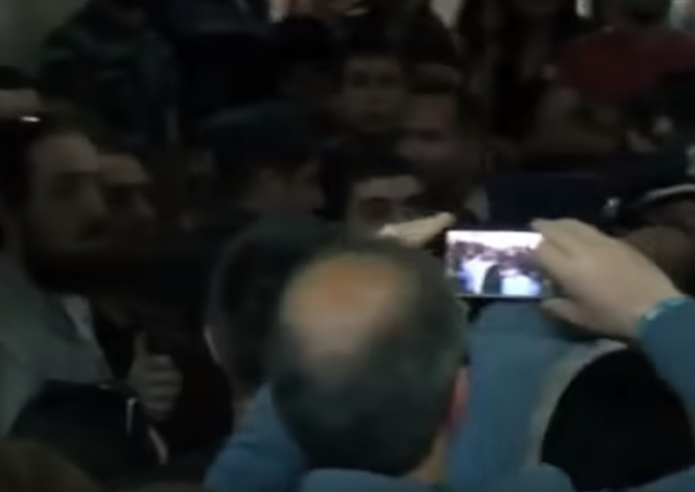 Ընդհարում Քոչարյանի աջակիցների և ընդդիմադիրների միջև. լարված իրավիճակ դատարանի բակում. Տեսանյութ