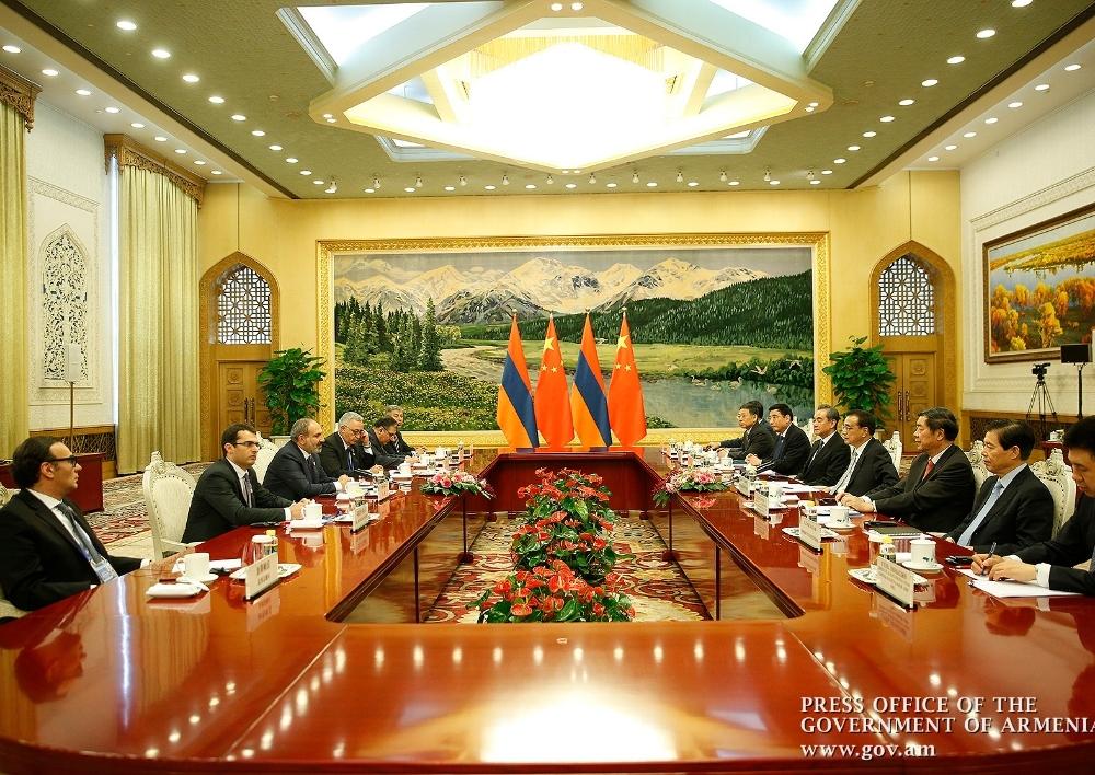 Նիկոլ Փաշինյանը ՉԺՀ Լի Քեցյանի հետ քննարկել է երկկողմ տնտեսական կապերի զարգացման հեռանկարները