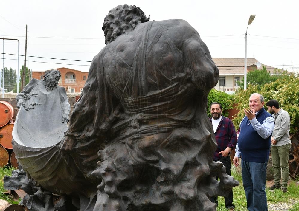 Արմեն Սարգսյանն Ախուրյանում հյուրընկալվել է քանդակագործ Ալբերտ Վարդանյանի արվեստանոցում