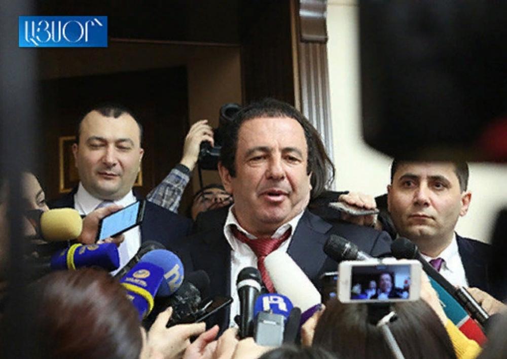 Գագիկ Ծառուկյանը հարցաքննության կանչվելու մասին Քննչական կոմիտեի ծանուցումը պատռել է և չի ներկայացել. Aysor.am