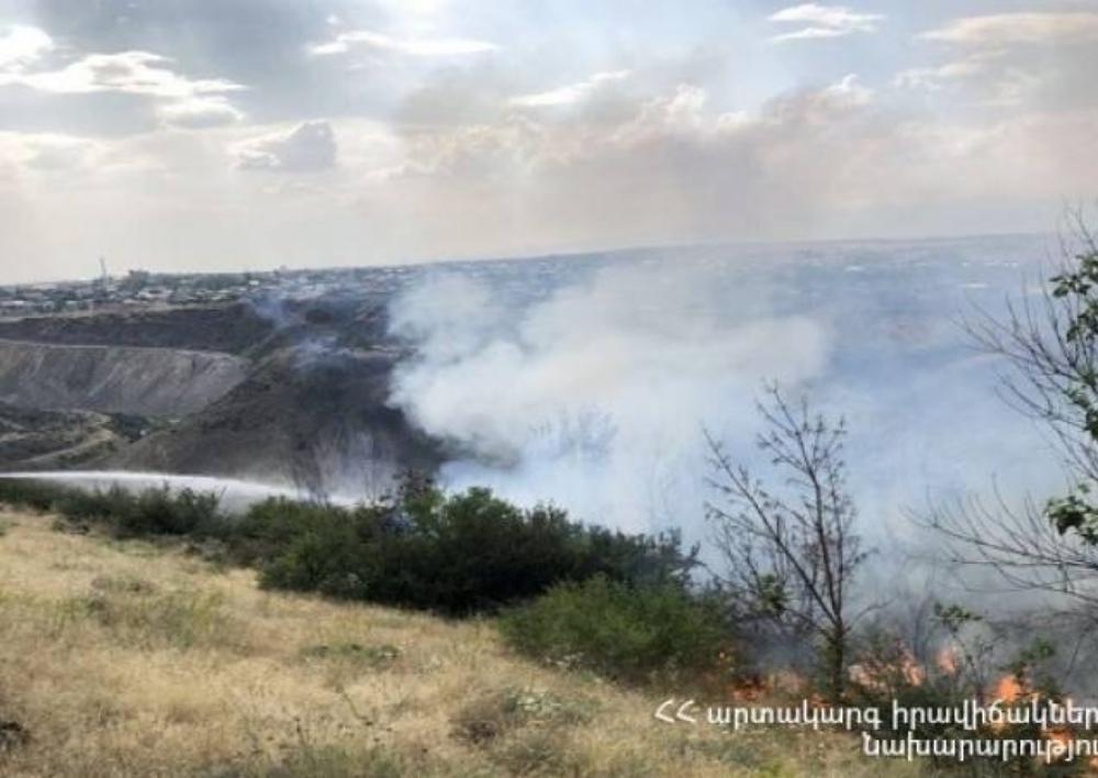 Եռաբլուրում բռնկված հրդեհի հետևանքով մասամբ և ամբողջությամբ 20 ծառ է այրվել