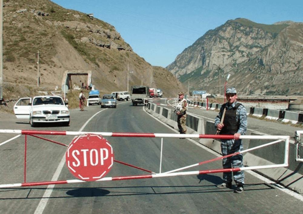 Վերին Լարսի անցակետում արգելված բեռ տեղափոխելու համար հայկական ուղևորափոխադրող ավտոբուս է կանգնեցվել