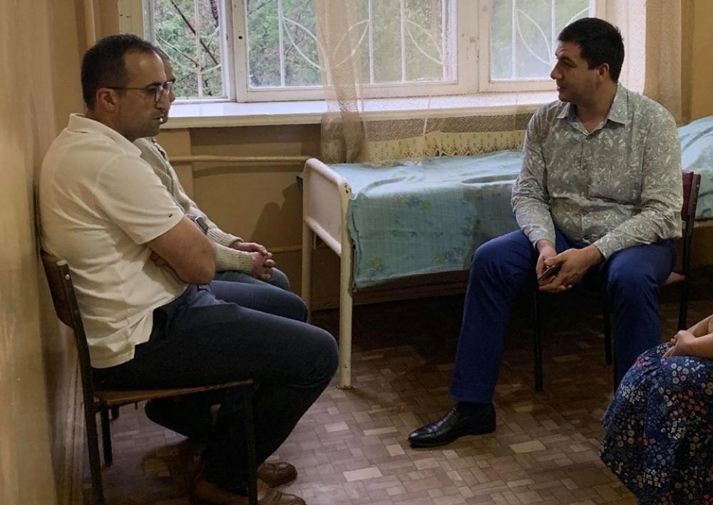 Արսեն Թորոսյանն այցելել է Հայաստան վերադարձված Զավեն Կարապետյանին