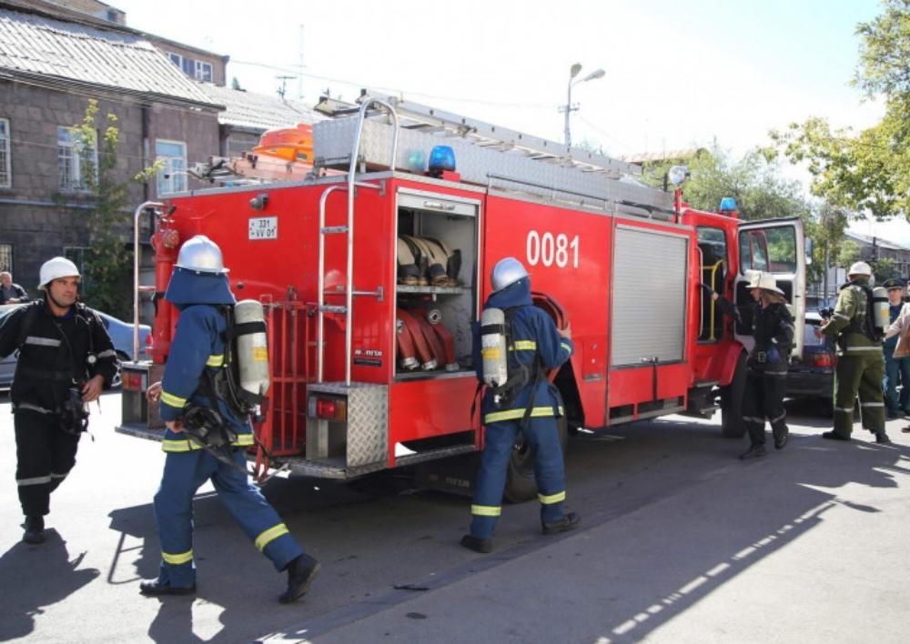 Խոշոր հրդեհ Երևանում. Փրկարարները դուրս են բերել ծխահարված բնակչին