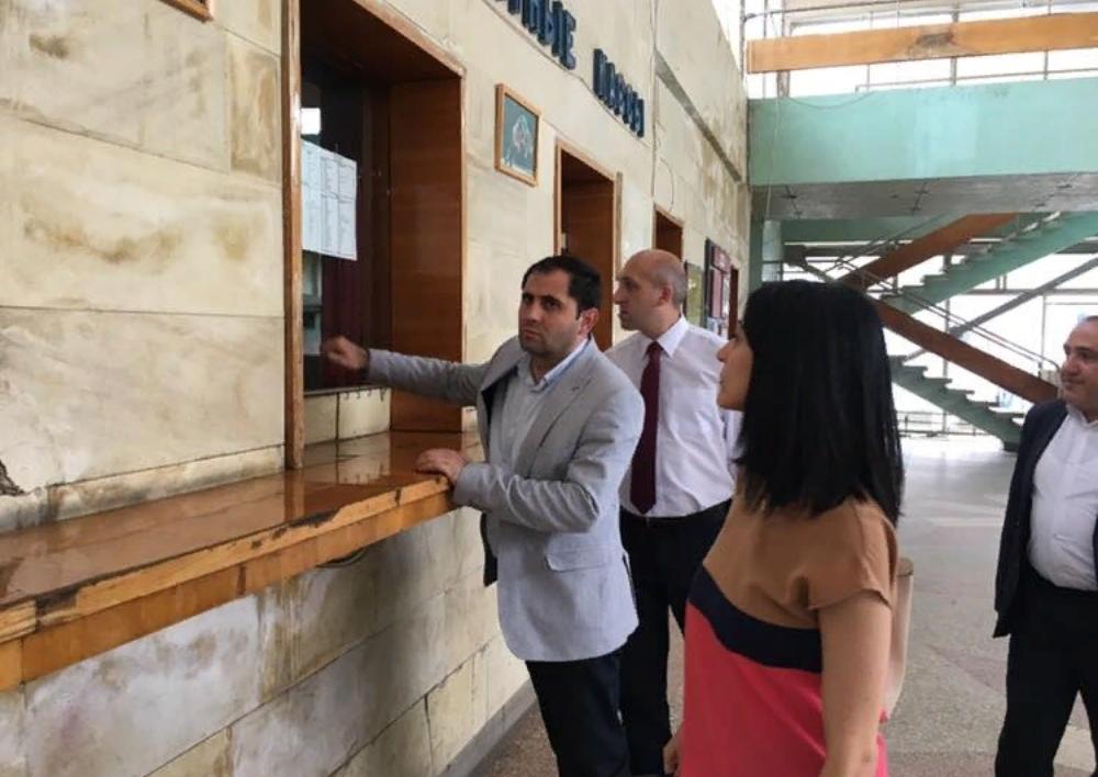 Խիստ մտահոգվեցի ավտոկայանի շենքի ու սպասարկման անմխիթար պայմաններով. Սուրեն Պապիկյան