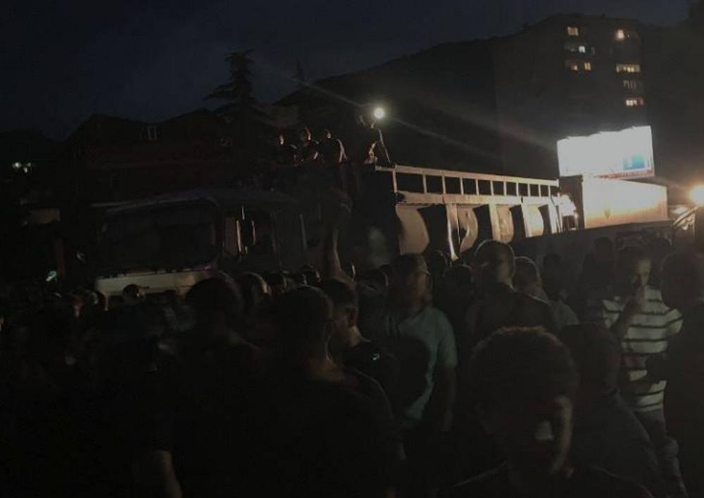 Բախում Իջեւանում. 9 վիրավոր ոստիկան տեղափոխվել է հիվանդանոց.«ՀԺ»