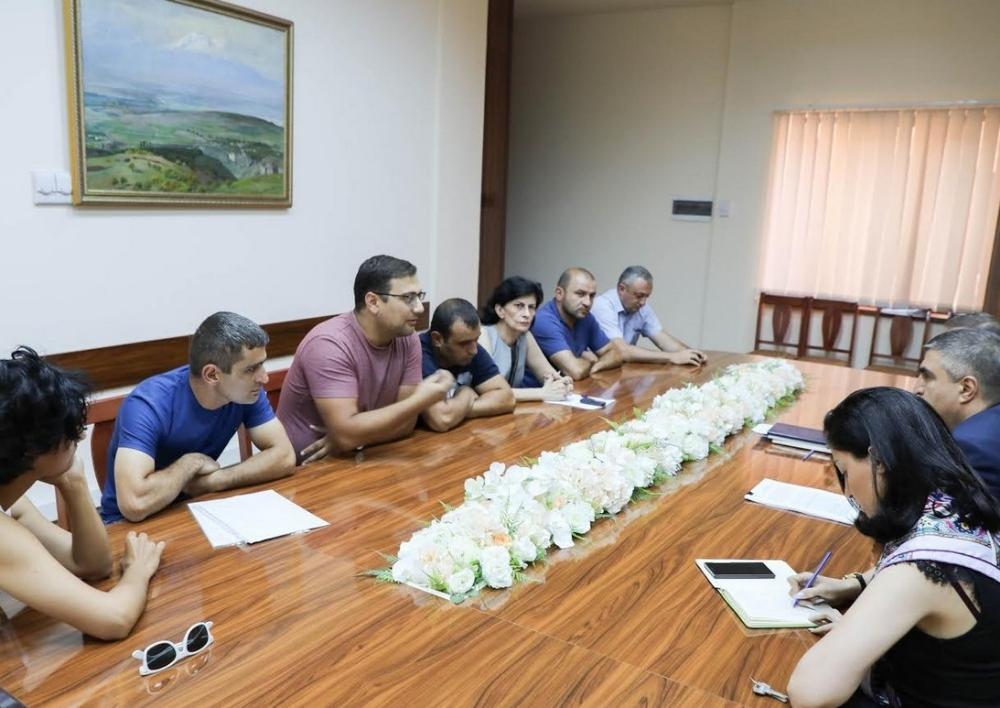 ՔԿ նախագահի տեղակալը հանդիպել է Ջերմուկ համայնքի մի խումբ բնակիչների և բնապահպանական կազմակերպությունների ներկայացուցիչների հետ