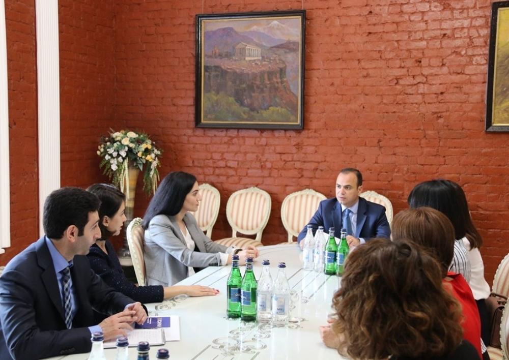 Շարունակվում են Զարեհ Սինանյանի հանդիպումները Մոսկվայում