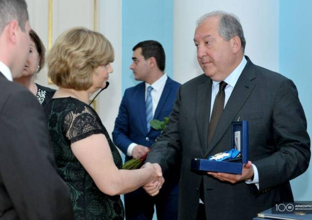 Հայաստանի նախագահն Արման Կիրակոսյանին ետմահու պարգևատրեց Պատվո շքանշանով