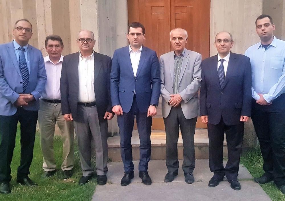 Հակոբ Արշակյանը հանդիպել է Իրանում հայ համայնքի ներկայացուցիչների հետ